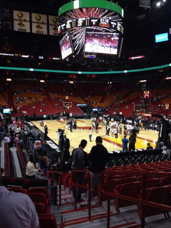 American Airlines Arena, section: 102, rangée: 15, siège: 1