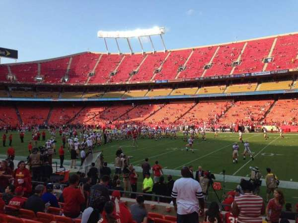 Arrowhead Stadium, section: 117, rangée: 24, siège: 2