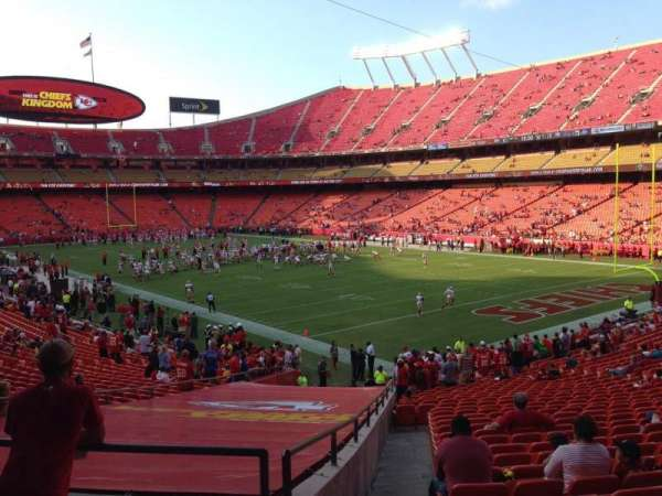 Arrowhead Stadium, section: 113, rangée: 32, siège: 24