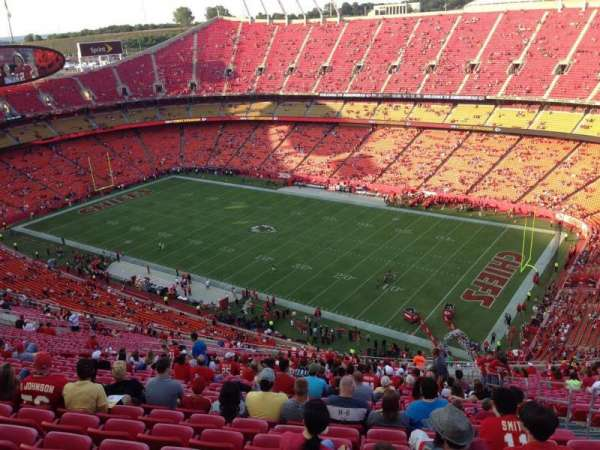 Arrowhead Stadium, section: 319, rangée: 41, siège: 5