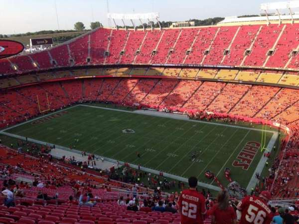 Arrowhead Stadium, section: 319, rangée: 39, siège: 15