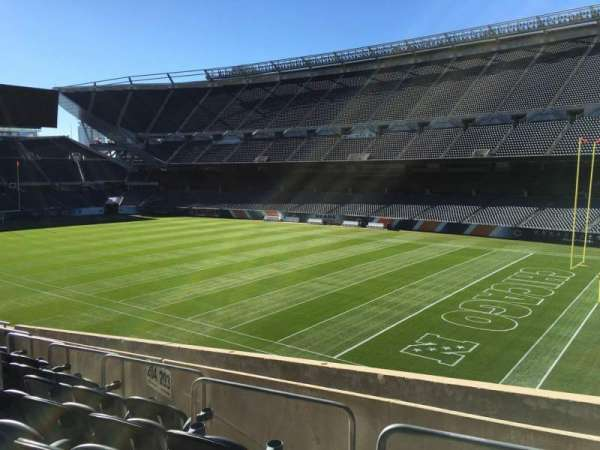 Soldier Field, section: 203, rangée: 9, siège: 8