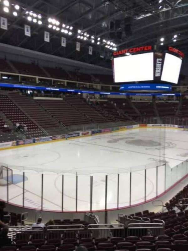 Giant Center, section: 116, rangée: Q, siège: 7