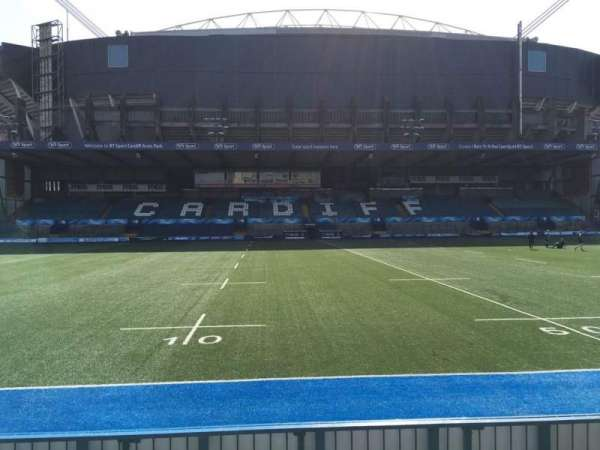 Cardiff Arms Park, section: Standing 13, rangée: 10