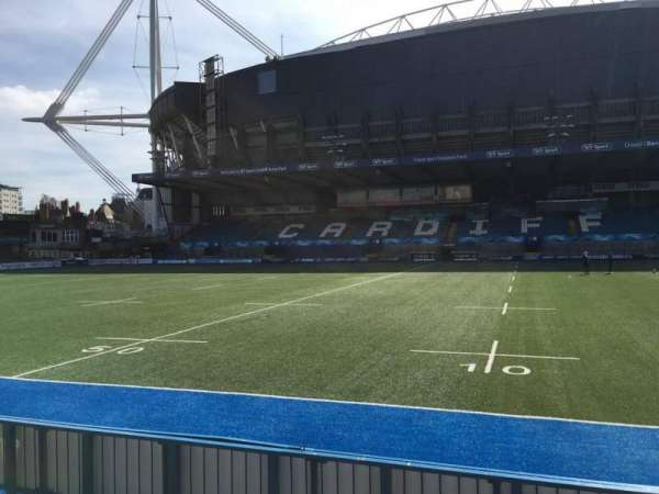 Cardiff Arms Park, section: Standing 12, rangée: 10