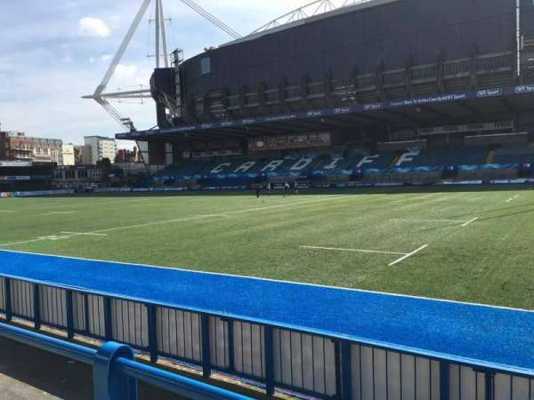 Cardiff Arms Park, section: Standing 11, rangée: 10