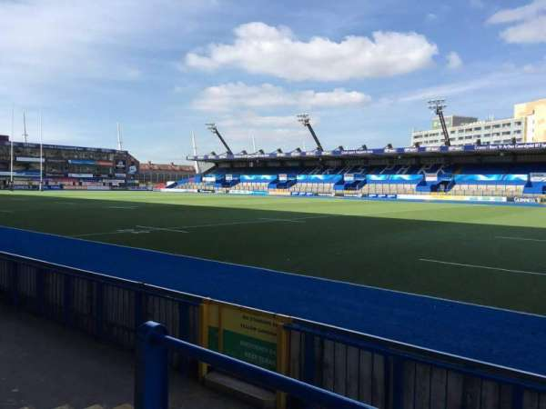 Cardiff Arms Park, section: Standing 1, rangée: 10
