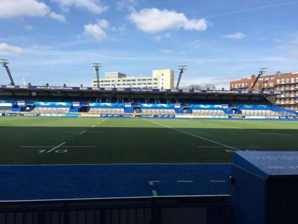 Cardiff Arms Park, section: Standing 4, rangée: 10