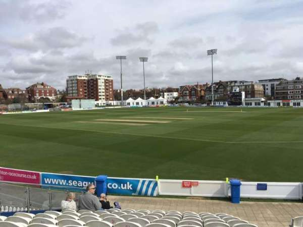 County Cricket Ground (Hove), section: E, rangée: M, siège: 90