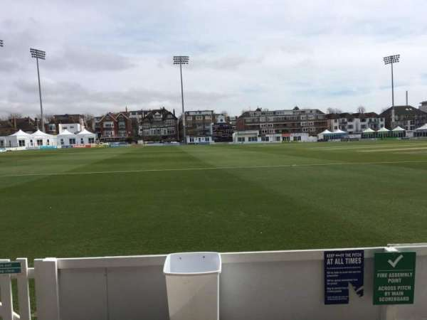 County Cricket Ground (Hove), section: Grandstand F, rangée: B, siège: 84