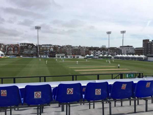 County Cricket Ground (Hove), section: Upper Grandstand M, rangée: D, siège: 6