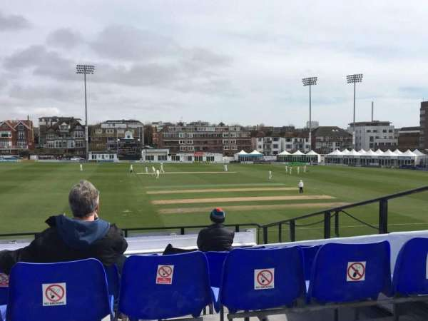 County Cricket Ground (Hove), section: Upper Grandstand J, rangée: Bench