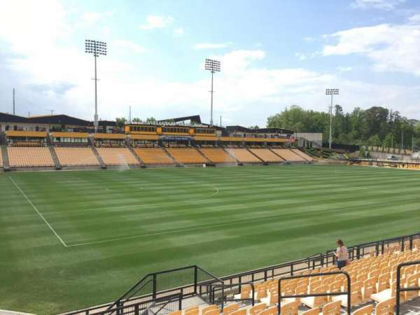 Fifth Third Bank Stadium, section: 121, rangée: R, siège: 10