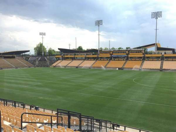 Fifth Third Bank Stadium, section: 129, rangée: R, siège: 10