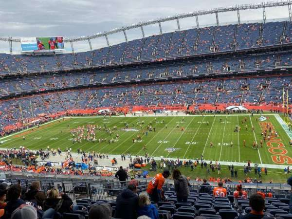 Empower Field at Mile High Stadium, section: 305, rangée: 15, siège: 7