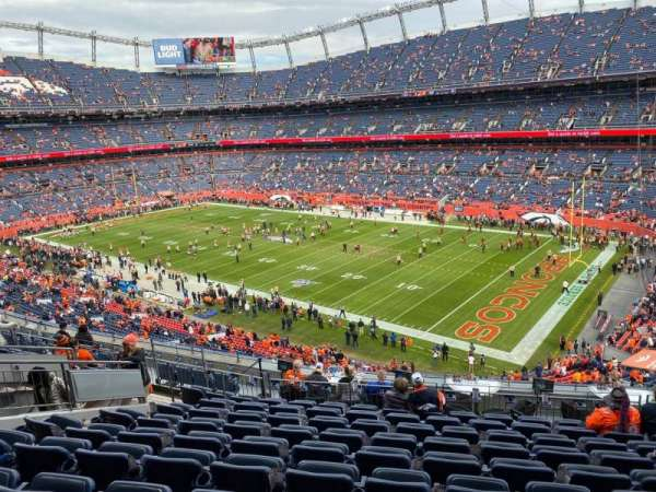 Empower Field at Mile High Stadium, section: 313, rangée: 13, siège: 9