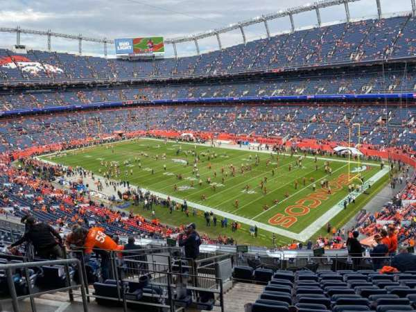 Empower Field at Mile High Stadium, section: 301, rangée: 14, siège: 17