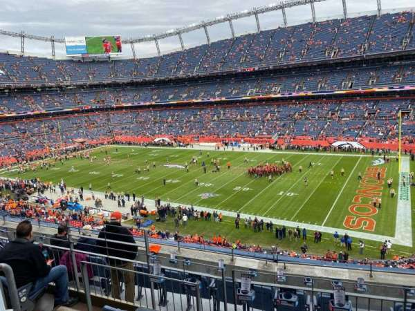 Empower Field at Mile High Stadium, section: 303, rangée: 7, siège: 10
