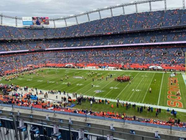 Empower Field at Mile High Stadium, section: 304, rangée: 6, siège: 5