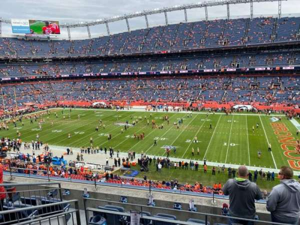 Empower Field at Mile High Stadium, section: 305, rangée: 6, siège: 6