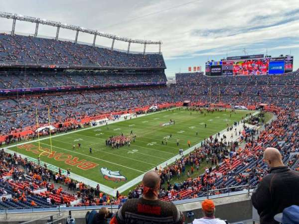 Empower Field at Mile High Stadium, section: 318, rangée: 5, siège: 3