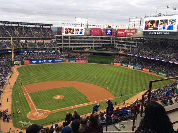Globe Life Park in Arlington, section: 329, rangée: 15, siège: 15