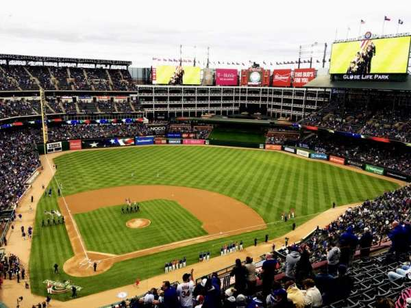 Globe Life Park in Arlington, section: 329, rangée: 16, siège: 22