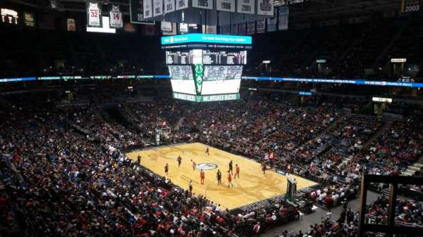 BMO Harris Bradley Center, section: 438, rangée: E, siège: 4