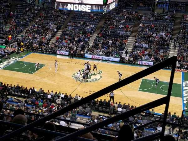 BMO Harris Bradley Center, section: 421, rangée: F, siège: 1