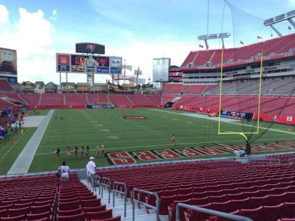 Raymond James Stadium, section: 121, rangée: Cc, siège: 24