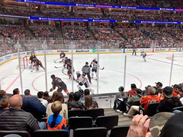 Honda Center, section: 225, rangée: H, siège: 3