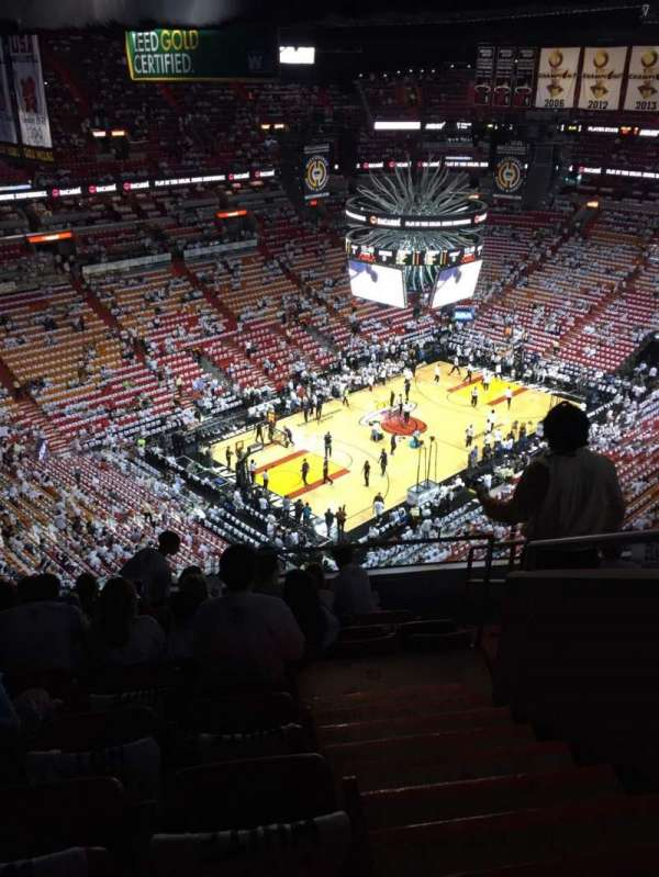 American Airlines Arena, section: 402, rangée: 8, siège: 1