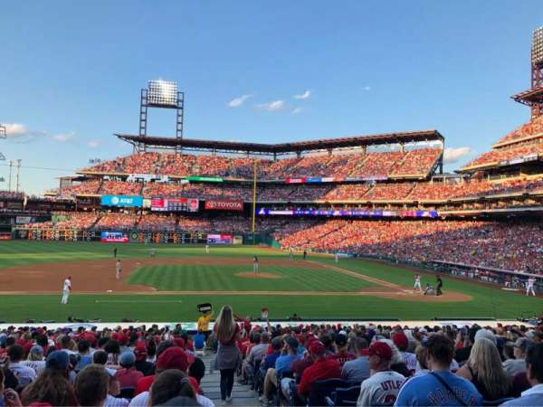 Citizens Bank Park, section: 131, rangée: 26, siège: 1