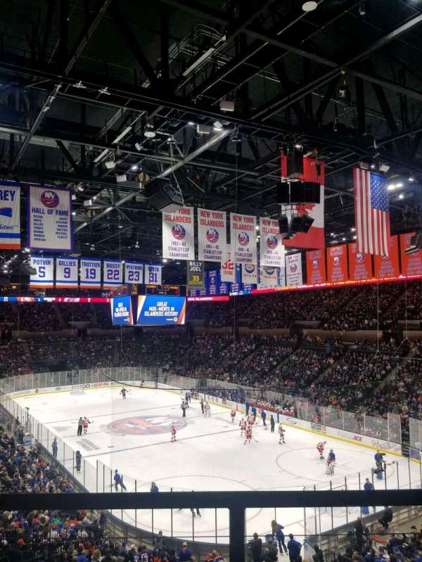 Nassau Veterans Memorial Coliseum, section: 237, rangée: 1, siège: 1