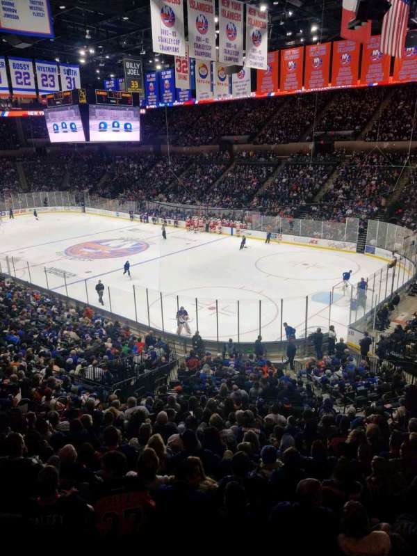 Nassau Veterans Memorial Coliseum, section: 238, rangée: 1, siège: 1