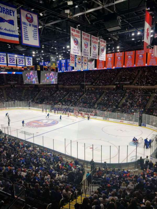 Nassau Veterans Memorial Coliseum, section: 239, rangée: 1, siège: 1