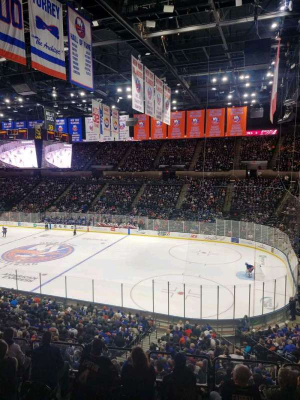 Nassau Veterans Memorial Coliseum, section: 240, rangée: 1, siège: 1