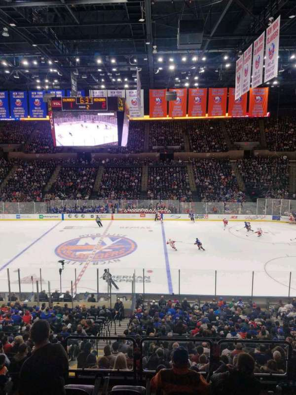 Nassau Veterans Memorial Coliseum, section: 203, rangée: 1, siège: 1