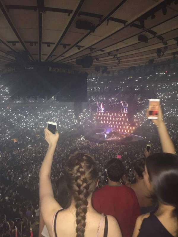 Madison Square Garden, section: 209, rangée: 3, siège: 3
