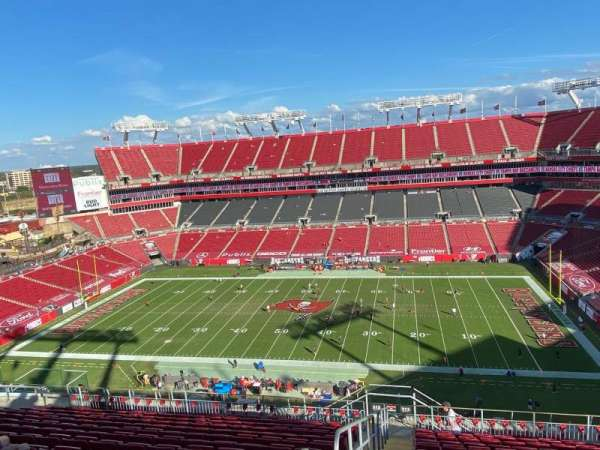 Raymond James Stadium, section: 313, rangée: P, siège: 1