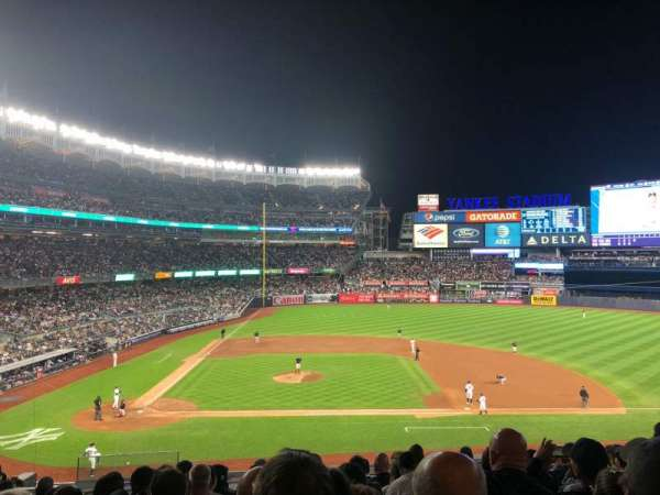 Yankee Stadium, section: 216, rangée: 10