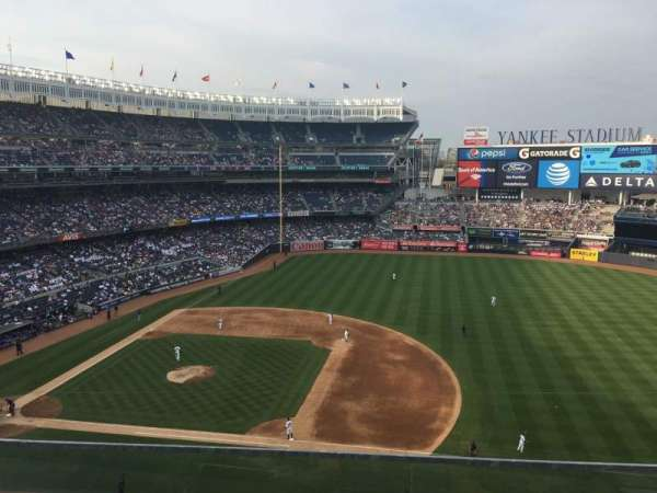 Yankee Stadium, section: 314, rangée: 2
