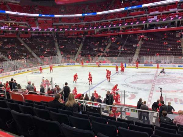 Little Caesars Arena, section: 122, rangée: 13, siège: 8