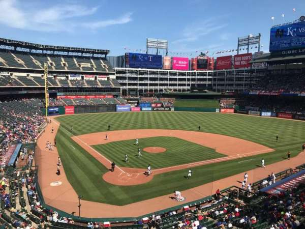 Globe Life Park in Arlington, section: 228, rangée: 1, siège: 7