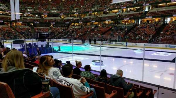 Honda Center, section: 205, rangée: H, siège: 9