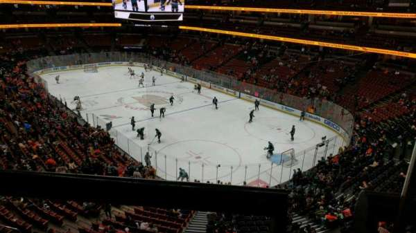 Honda Center, section: 405, rangée: A, siège: 1