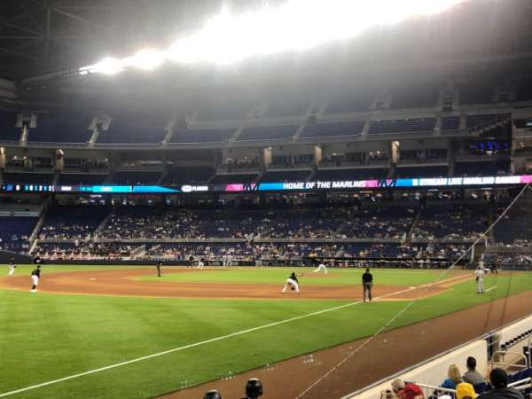 Marlins Park, section: 26, rangée: G, siège: 2