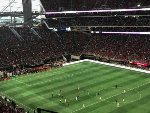 Mercedes-Benz Stadium, section: 334, rangée: 4, siège: 18