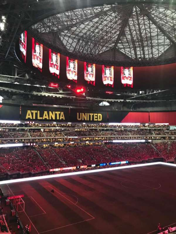Mercedes-Benz Stadium, section: 242, rangée: 7, siège: 8