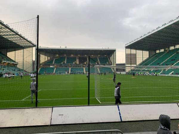 Easter Road Stadium, section: South Stand, rangée: C, siège: 76